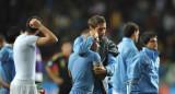 乌拉圭队互相安慰