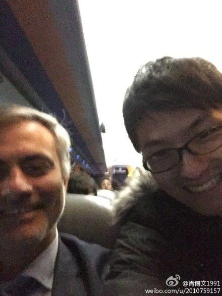 这名球迷被穆里尼奥请上了切尔西大巴