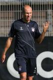 图文-拜仁训练备战欧冠罗本父亲到场