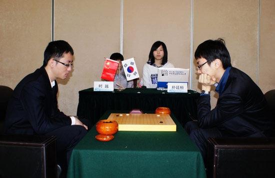 中韩两国围棋高手经过两轮十盘的较量图片