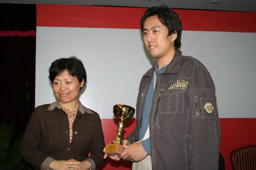 图文-2007国象甲级联赛颁奖仪式最佳男棋手卜祥志