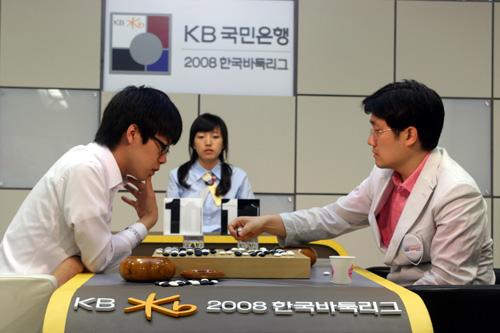 图文-韩国围棋联赛第3轮第3场韩尚勋VS崔明勋