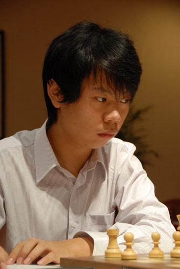 图文-中俄国象对抗赛慢棋第4轮王皓露出杀气眼神
