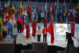 图文-首届世界智力运动会开幕式中国旗手国象倪华