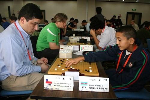 图文-智运会围棋男子个人赛第4轮外国小棋手下比赛