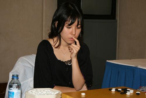 图文-智运会围棋女子个人赛八强战万波加奈经典动作