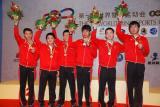 图文-国象男女团体超快棋颁奖中国男队领取银牌