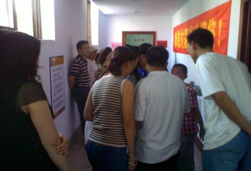 图文-中国围棋星级考日照站家长关注孩子成绩