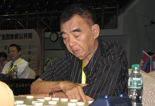 图文-杨官�U杯第3轮现场聚焦新加坡老将郑祥福