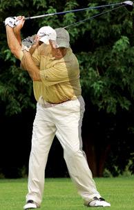 球技-上杆至顶点时头臂保持距离打低杆数获高分