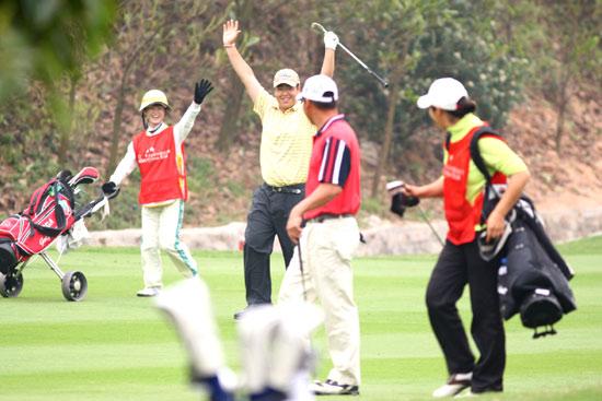 图文-欧米茄中巡赛广州锦标赛决赛轮苏东欢呼