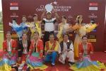 图文-昆明锦标赛决赛轮被美女簇拥