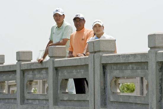 图文-上海锦标赛球员见面会三位球员在白石桥前
