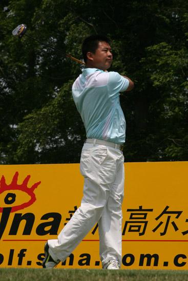 图文-上海锦标赛第三轮领先组的樊志鹏