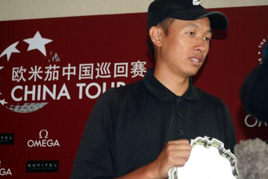 图文-上海锦标赛许孟男夺冠冠军接受采访