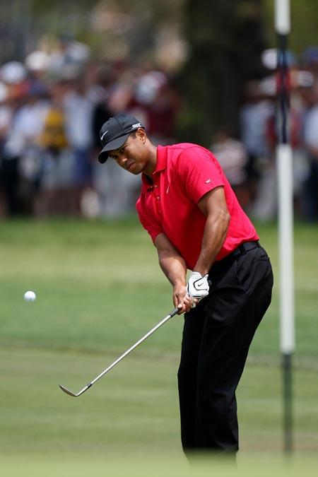 图文-美国公开赛决赛轮伍兹表现切球第二洞果岭