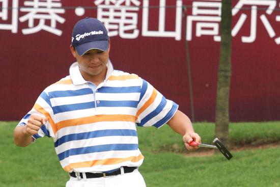 图文-麓山锦标赛第二轮袁浩推进小鸟继续领先