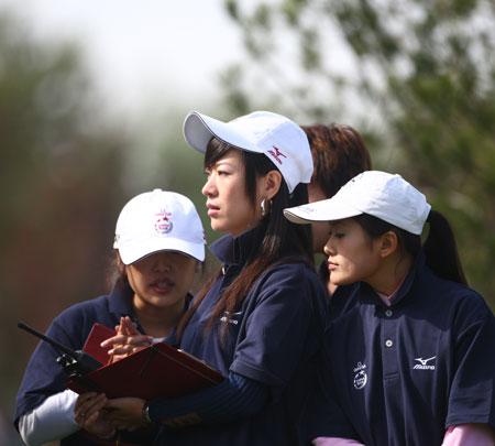 图文-欧米茄锦标赛第三轮赛场工作人员