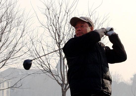 图文-2008北京龙熙温泉年度杯小球中心王立伟开球