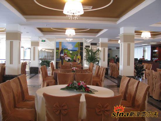 图文-四川青城山俱乐部美景球会餐厅布置