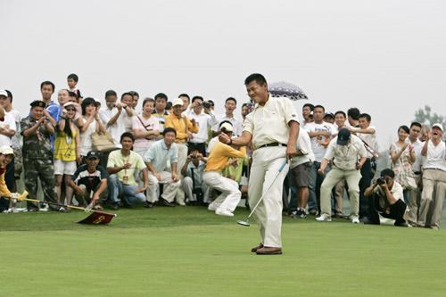 图文-中巡麓山锦标赛决赛轮终于获得中巡首冠