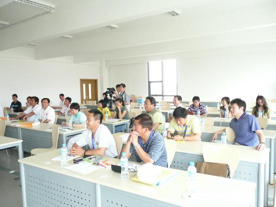 图文-大学生高尔夫师资培训培训班课堂教学现场