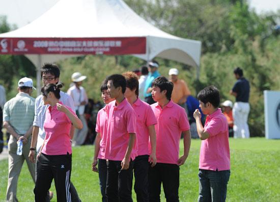 图文-俱乐部联赛决赛轮学生观战团