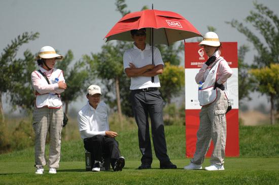图文-俱乐部联赛决赛轮等待开球