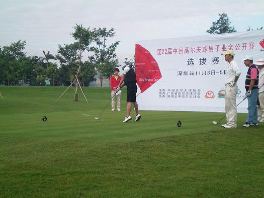 图文-22届男子业余公开赛选拔赛正中站夸张开球