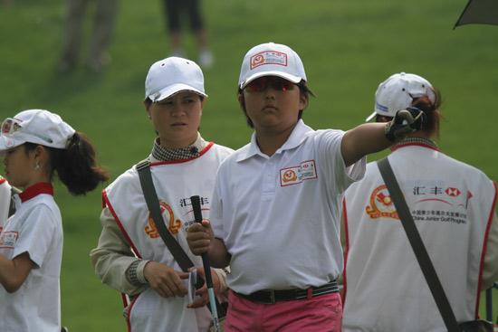 图文-汇丰青少年冠军赛首轮那就是进攻方向