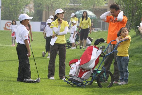 图文-汇丰青少年冠军赛首轮赛前准备