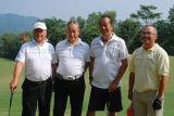 图文-第九届美加高尔夫对抗赛四兄弟合影