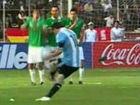 视频-梅西任意球转远点 玻利维亚门将飞身单掌救险