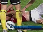 视频-少林飞腿!冯俊彦遭飞踹腹部2道血痕被抬下