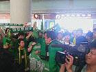 视频-国安结束亚冠征程归国 球迷接机罗宁谈引援