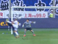 视频-马佐拉凌空垫射破门 裁判吹罚抬腿过高无效