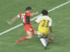 视频-孙继海剪刀脚飞铲 逃脱第2黄引申鑫教练暴怒