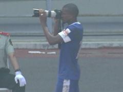 进球视频-毅腾中场断球反击 多利单刀破门拍照庆祝