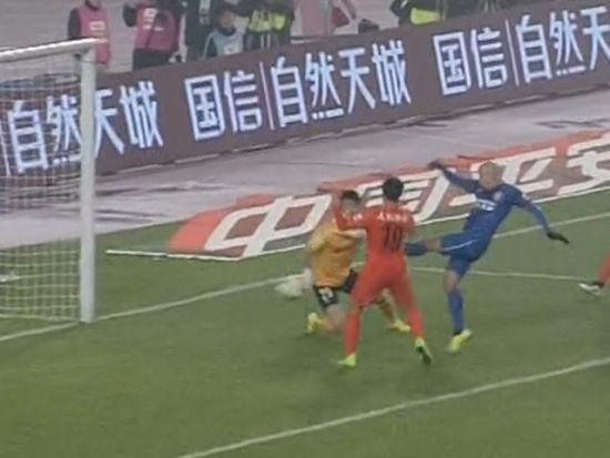 进球视频-萨米尔传中造脱手 埃斯库德罗补射得手
