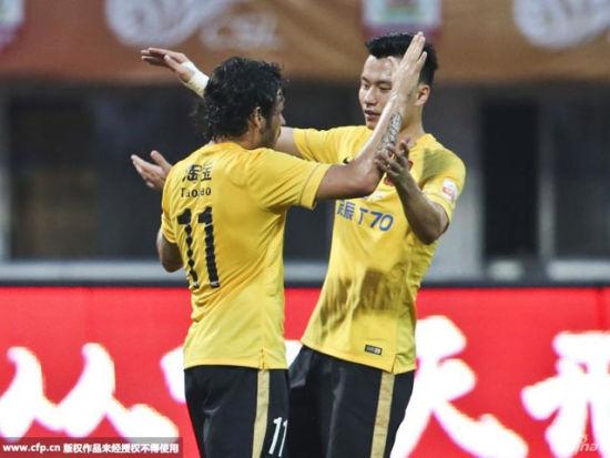 视频集锦-高拉特2球胡斯蒂染红 恒大2-0客胜亚泰