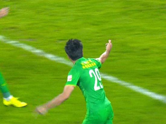 进球视频-国安补时扳回一球 佳一头槌为时已晚