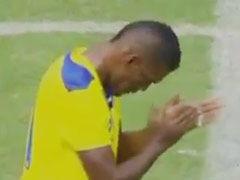 视频-热身赛动人一幕 球员球迷共同鼓掌悼念亡者