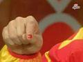 吕博指甲染国旗