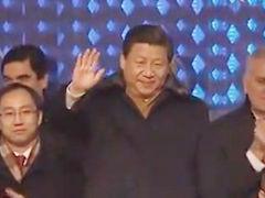 视频-习近平出席冬奥会开幕式 挥手致意中国代表团