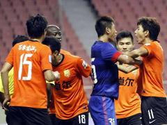 视频集锦-泰国裁判吹3点球 申花争议点球绝杀武汉