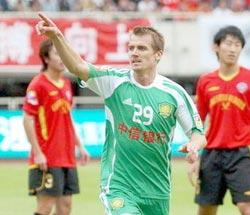 杜文辉乔尔双箭齐发国安2比0成都09赛季客场首胜