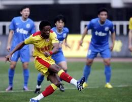 卡隆入点球王�S梅开2度陕西5-0胜长沙创赛季纪录