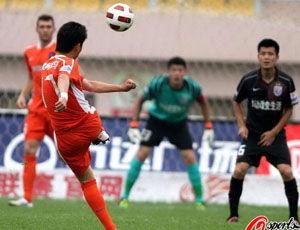 冯仁亮世界波90后小将绝杀青岛2-1胜送上海3连败