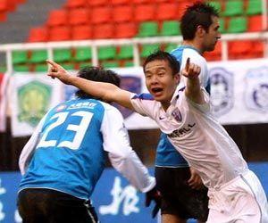 中超-飞翼破门争议点球未判申花1-0实德客场首胜