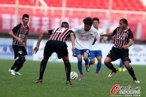 潍坊杯鲁能U18青年队0-4圣保罗获亚军中卫染红